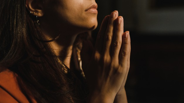 Molitev - tiha hvaležnost, poklon obstoju (foto: pexels)